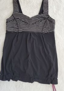 Lululemon tank  SZ 8 Tame me tank black stripe